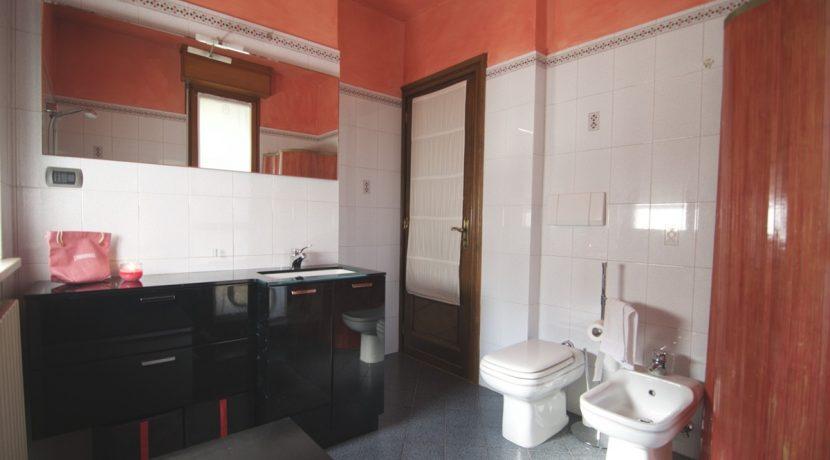 Vendita-Torino-Parella-TelesioBagno rosso 4jpg